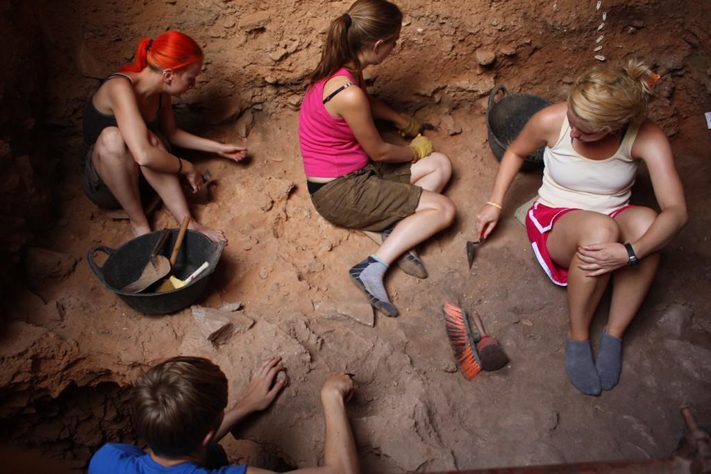 14 Excavando la capa gris inferior en 2009